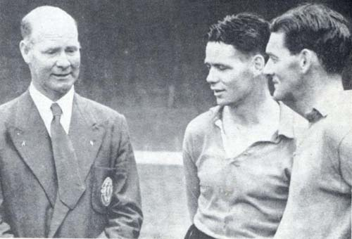 Don Welsh talking things over with the legendary Billy Liddell and Phil Taylor, who succeeded Welsh as manager