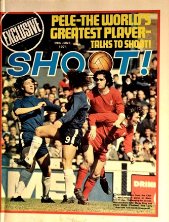 Tommy Smith and Larry Lloyd on the cover of Shoot! on 19 June 1971
