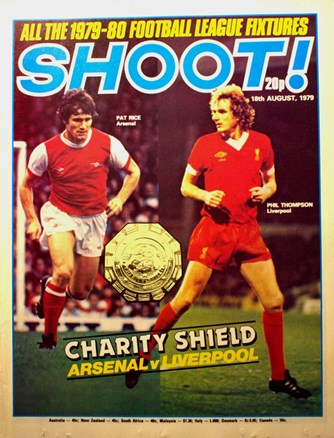 The clash between the giants of English football on the cover of Shoot!