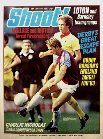 Phil Neal on the cover of Shoot! 8 January 1983