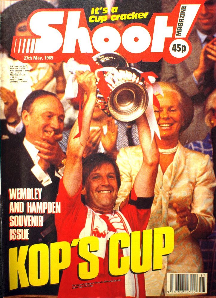 Ronnie Whelan lifting the cup on the cover of Shoot! 27 May 1989