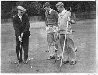 Elisha putting with Alan Scott and James Jackson - 21 August 1930
